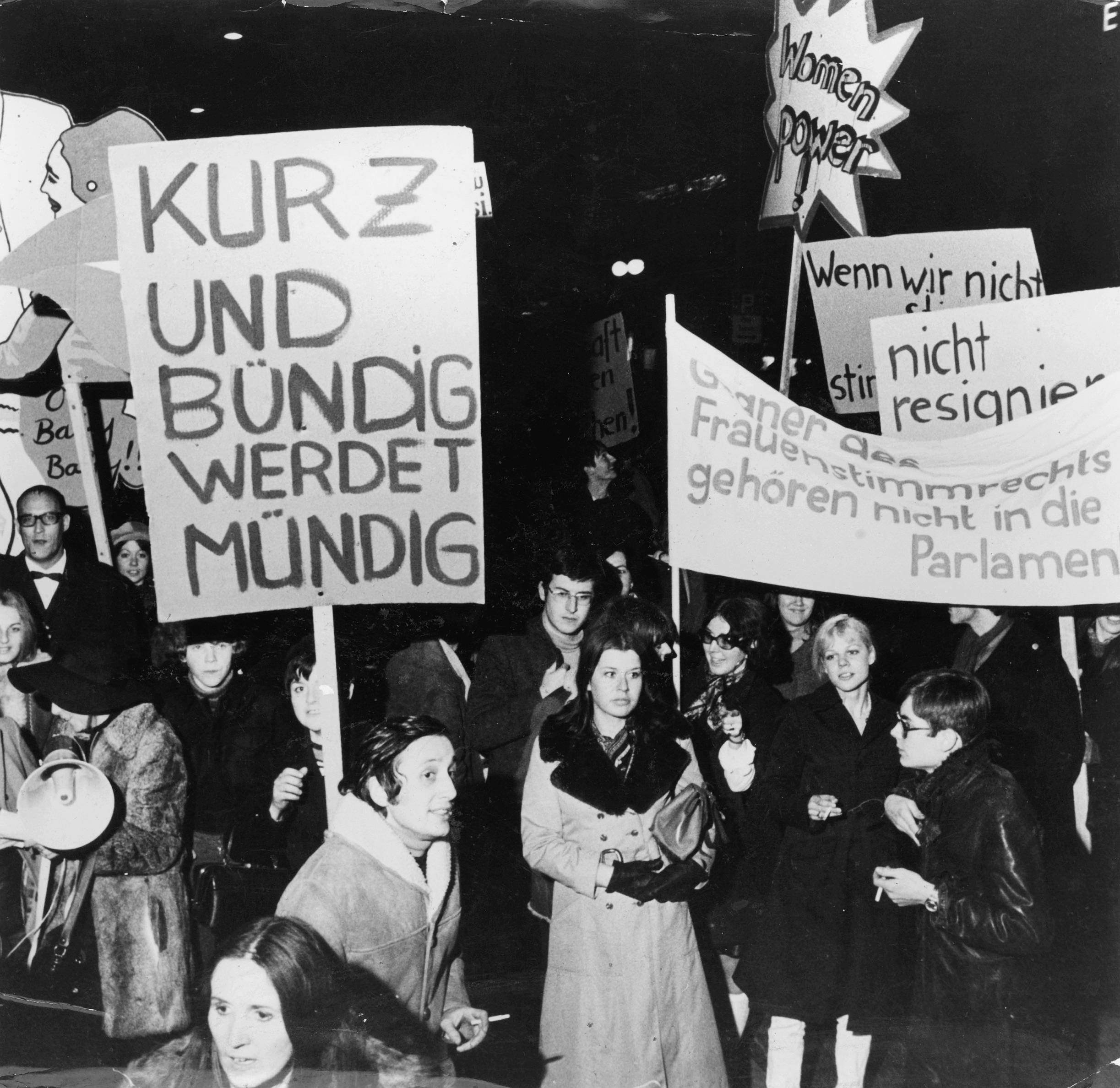 Frauendemonstration für das Frauenstimmrecht.